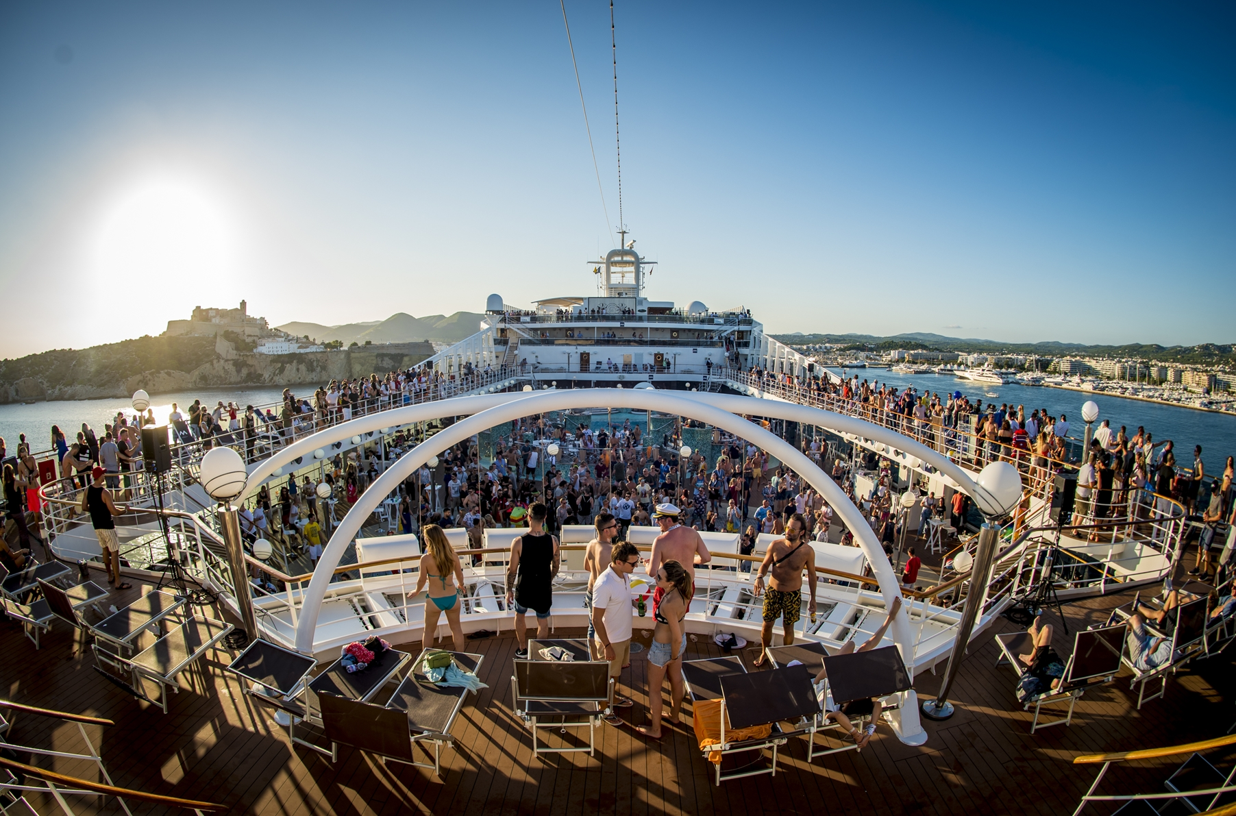 MDRNTY Cruise: 12 insanely amazing photos from the world's wildest party boat