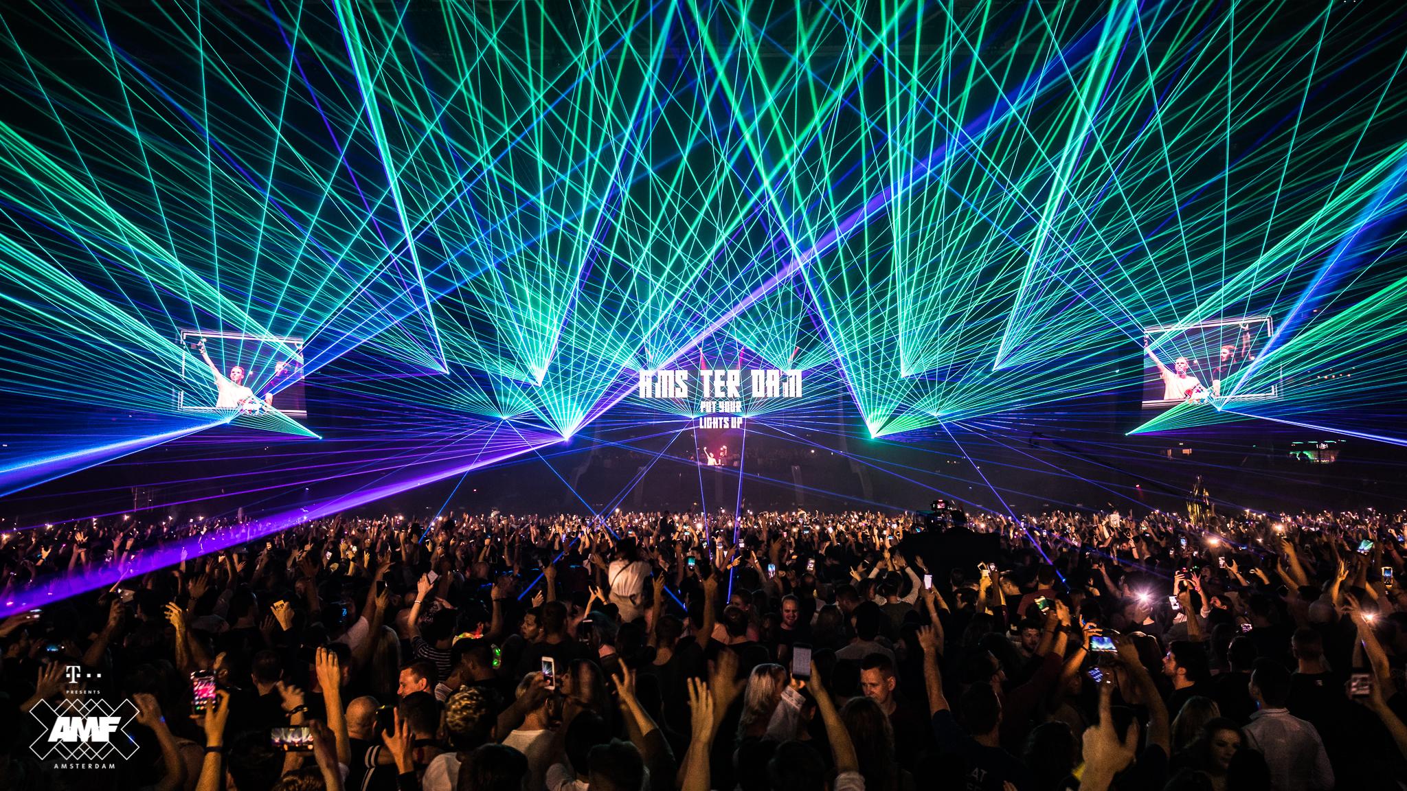 Martin Garrix wins the DJ Mag Top 100 DJs poll: 17 amazing snaps