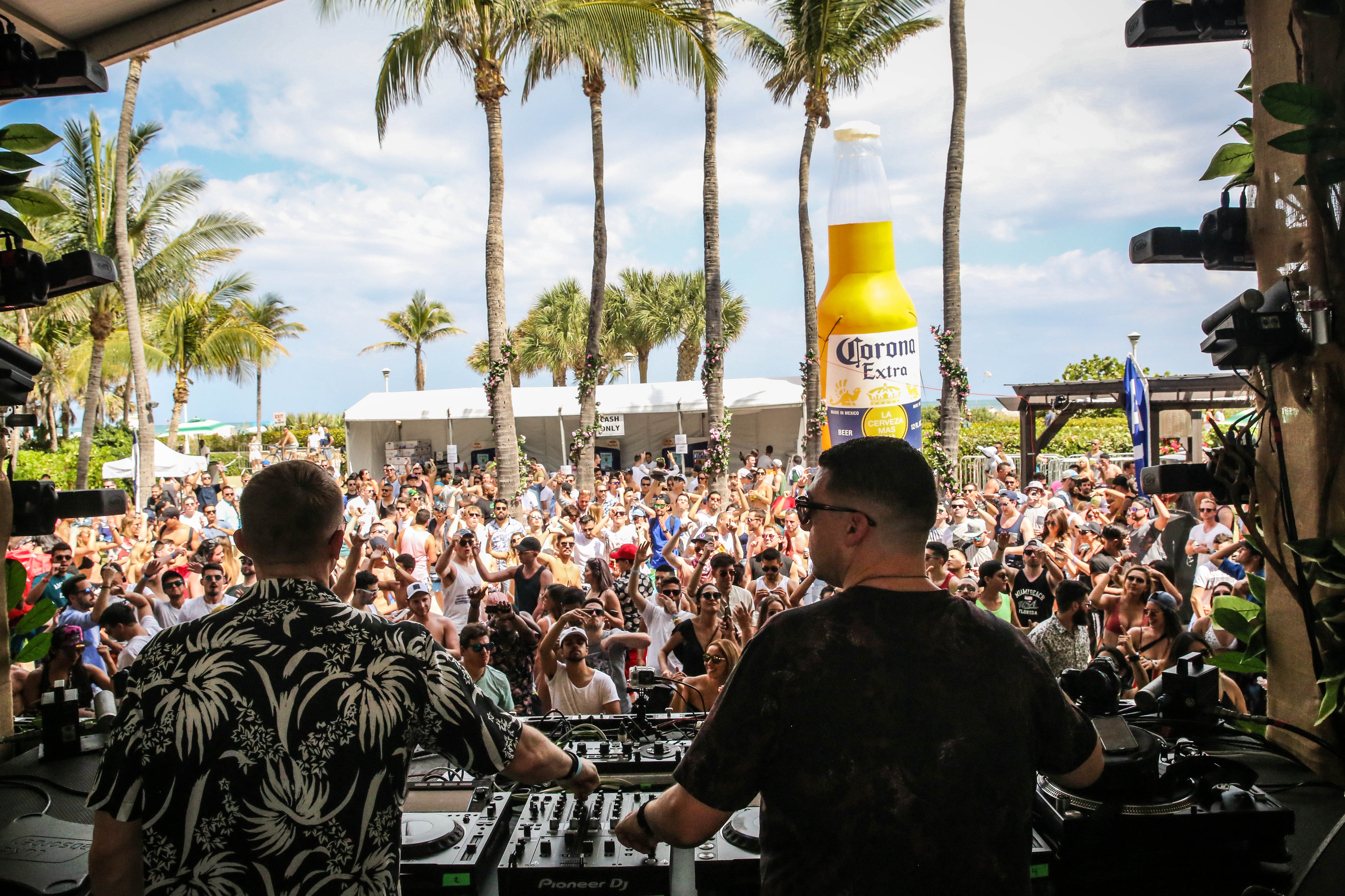 34 insanely amazing snaps from DJ Mag's Miami pool party