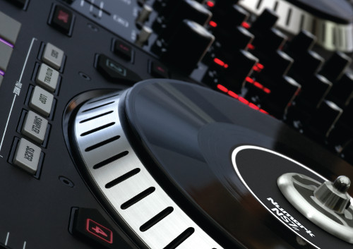 Clash of the controller titans for Dj controller motorized platters