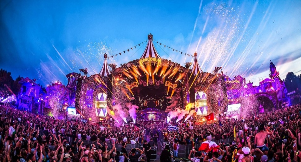 Tomorrowland 2019 theme dj mag