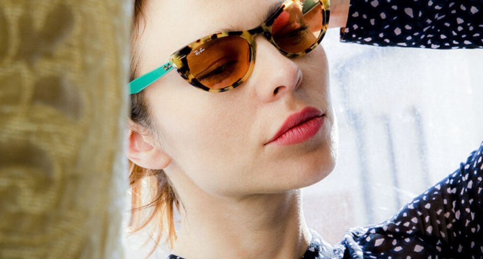 Nina-Kraviz-glasses-ray-ban