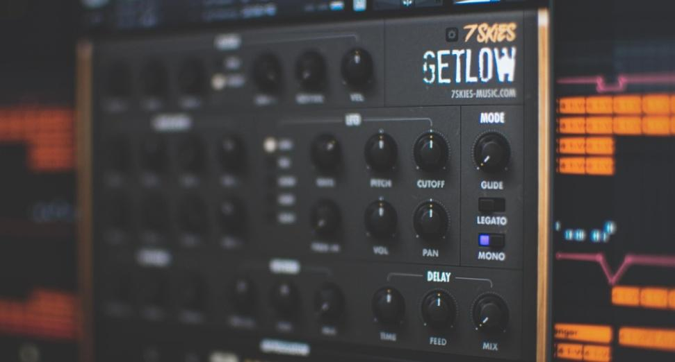 Tiesto and KSHMR endorse new bassline instrument GETLOW