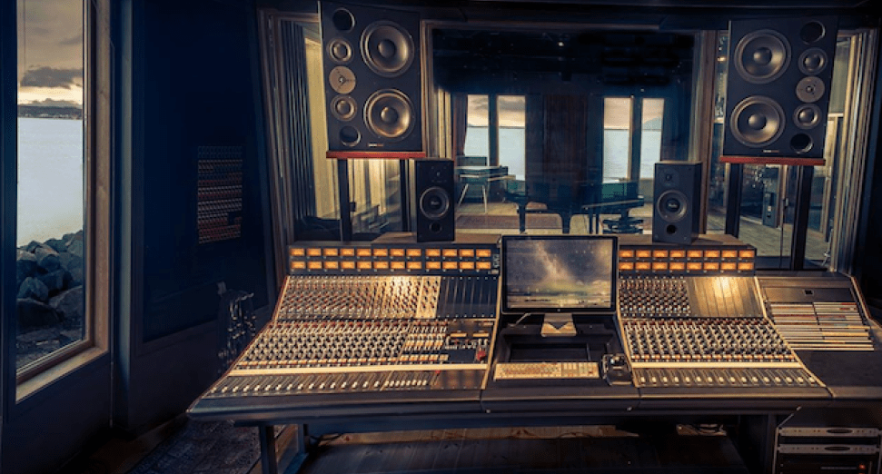 77% of recording studio engineers free work